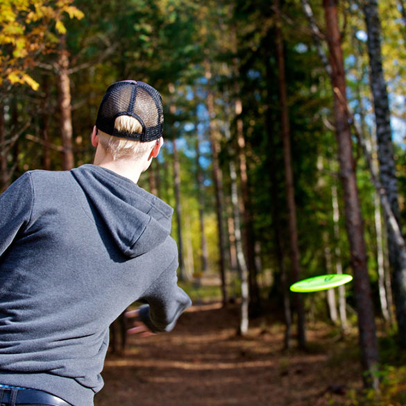 Play frisbee golf on your spa vacation